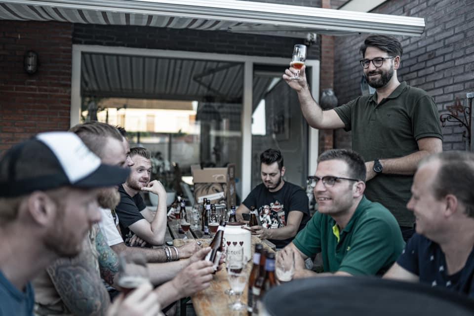 bierproeverij bij jou thuis organiseren, binnen of zoals hier, in de achtertuin